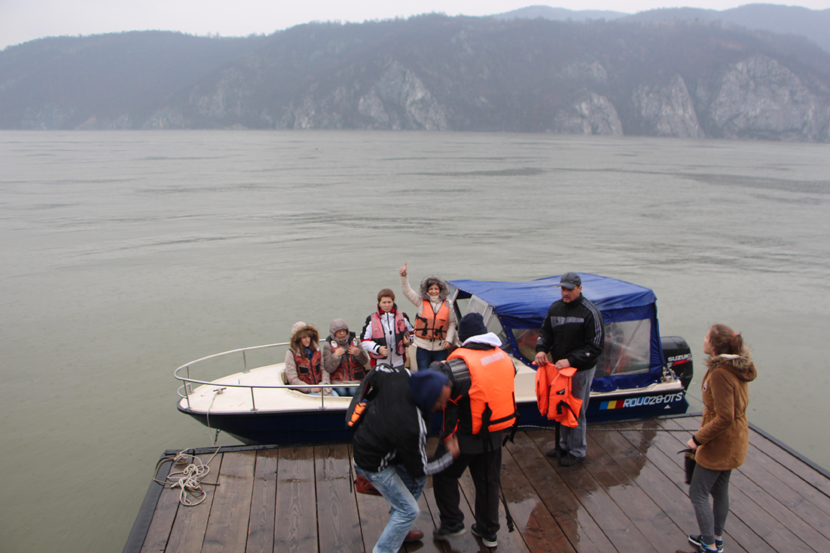 Plimbare cu salupa la Cazanele Dunarii